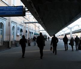 В Петербурге ж/д платформы бросились зачищать от мусора и граффити к ЧМ-2018