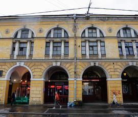 Владельцам ночных клубов в Петербурге выпишут штраф из-за табличек для школьников
