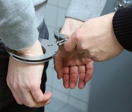 Петербуржца задержали за избиение жены на улице