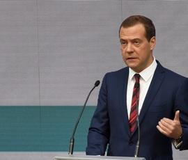 Медведев ждет итогов баттла юриста с роботом