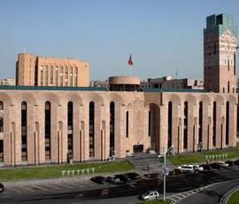 Протестующие ворвались в мэрию Еревана