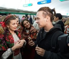 """На """"Маяковской"""" спели """"Свадьбу в Малиновке"""""""