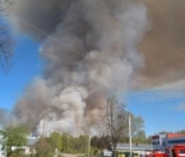 Пожар в удмуртской военной части начали тушить с воздуха