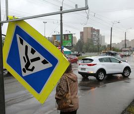 """Ветер """"пригнал"""" в Петербург желтый уровень погодной опасности"""