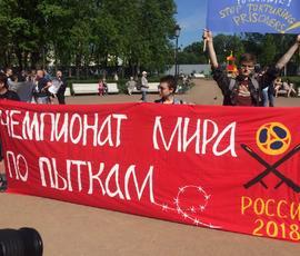 Петербуржцы в Овсянниковском саду митингуют против пыток