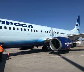 Пассажиры задержанного из-за двигателя самолета покинули Петербург