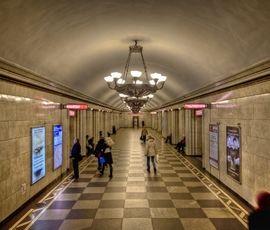 """""""Владимирскую"""" закрыли для пассажиров на три недели"""