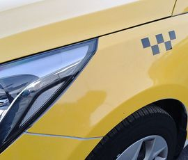 Таксист избил и ограбил пассажира в Калининском районе