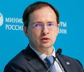 Мединский в Петербурге призвал журналистов быть умнее и избегать фейков