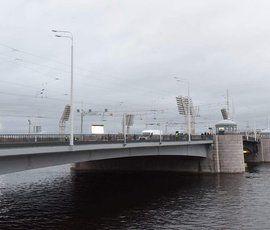 Тучков мост открыли для автомобилей на полгода раньше срока