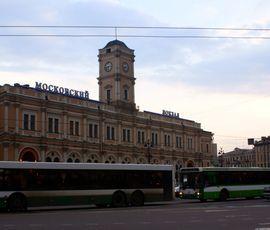 Задремавшего пассажира оставили без телефона и часов на Московском вокзале