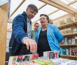 Петербуржцы боятся уличных книг
