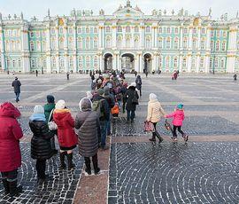 Любители халявы и искусства устроили стояние на Дворцовой