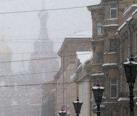 """Снегопад """"пригнал"""" в Петербург желтый уровень погодной опасности"""