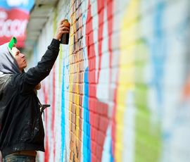В Петербурге держат курс на уничтожение граффити