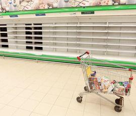 """Петербуржцы опустошают полки супермаркетов """"О'кей"""""""