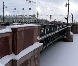 """Петербург """"желтеет"""" от ветра и дождя"""