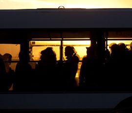 В новогоднюю ночь петербуржцы смогут доехать до метро на автобусе