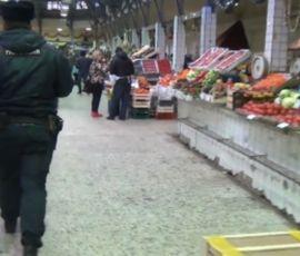 Полицейские нашли незаконных мигрантов на пяти рынках Петербурга