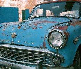 У петербурженки за несколько часов до Нового года угнали раритетное авто