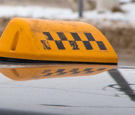 Таксист смог удрать от вооруженного разбойника в Красном Селе