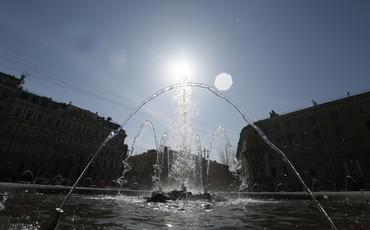 В центре Петербурга заработали первые фонтаны