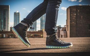 Реселлеры 21-го века: как сделать состояние на кроссовках