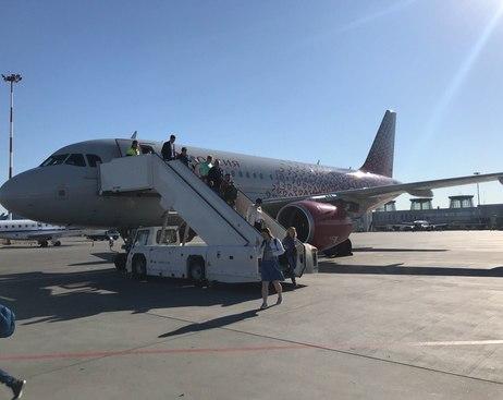 """Рейс """"Петербург - Симферополь"""" задержали после поломки самолета"""