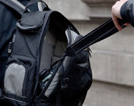 Задержаны два петербуржца по подозрению в краже у туриста