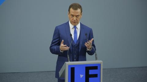 Медведев посетит юридический форум и новую станцию метро в Петербурге