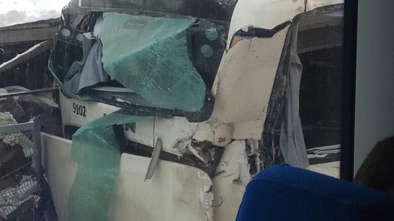 """В Сети появились фото из """"Ласточки"""", протаранившей автобус в Ленобласти"""