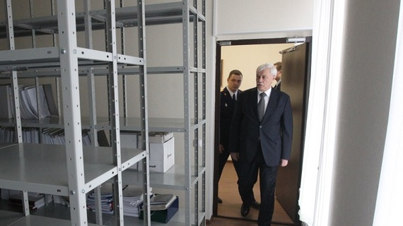Полтавченко завели в кабинет СК по Петроградскому району