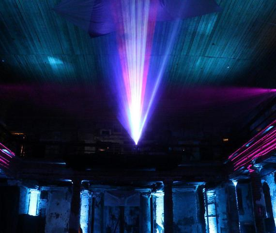 Гостям ПМЭФ показали световое шоу в Анненкирхе