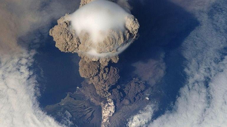 На Курилах проснулся вулкан Эбеко
