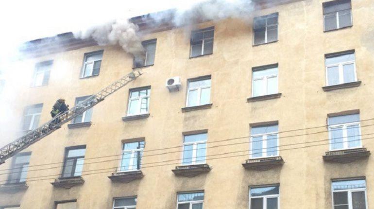 В пожаре на Кавалергардской пострадала женщина
