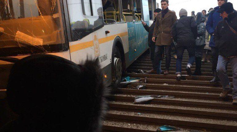В Москве водителя, съехавшего в переход, отправили под домашний арест
