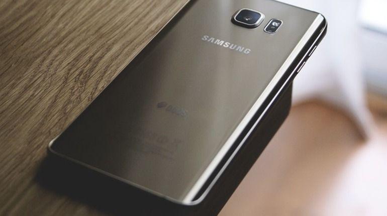 Компания Samsung провела на выставке CES-2018 в Лаc-Вегасе закрытую встречу, на которой презентовала прототип смартфона со складывающимся экраном.