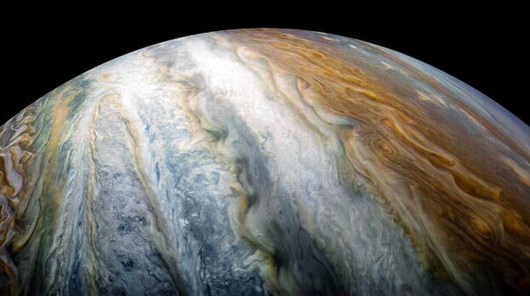 NASA показало облачные пояса Юпитера