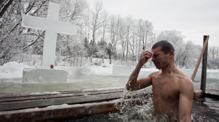 Тонкий лед заставит петербургских спасателей попотеть на Крещение