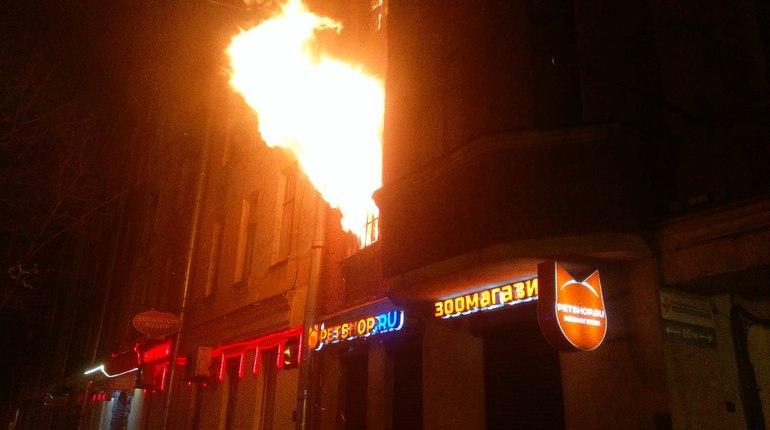 Из-за пожара в петербургской коммуналке эвакуировали 30 человек