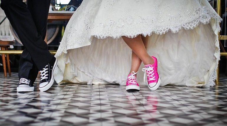 В Ленобласти россиянка за 10 тысяч рублей вышла замуж за таджика