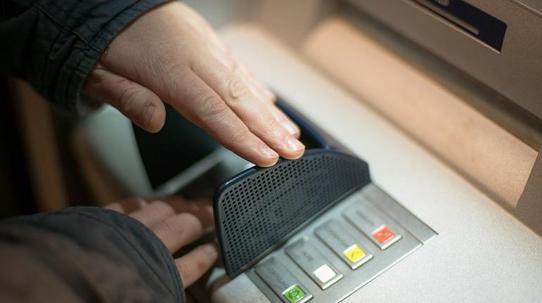 Неизвестный распилил банкомат на Московском шоссе