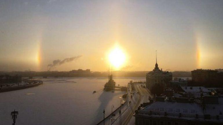 Феномен «Ложного солнца» впечатлил петербуржцев