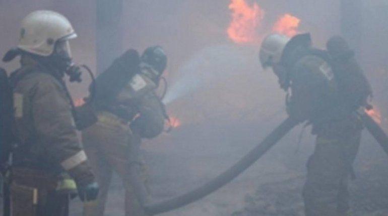 Пожар на рынке под Ростовом-на-Дону пока потушить не удается