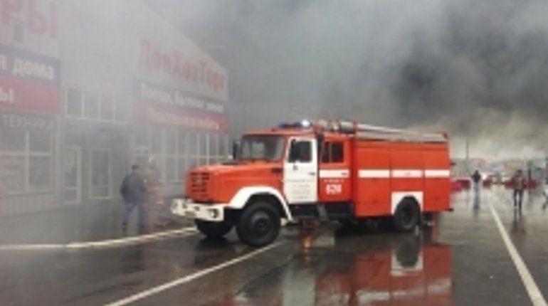 Открытый огонь на рынке под Ростовом-на-Дону удалось потушить