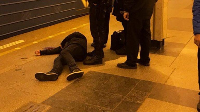 Очевидцы сообщают о пассажире в луже крови на «Ладожской»