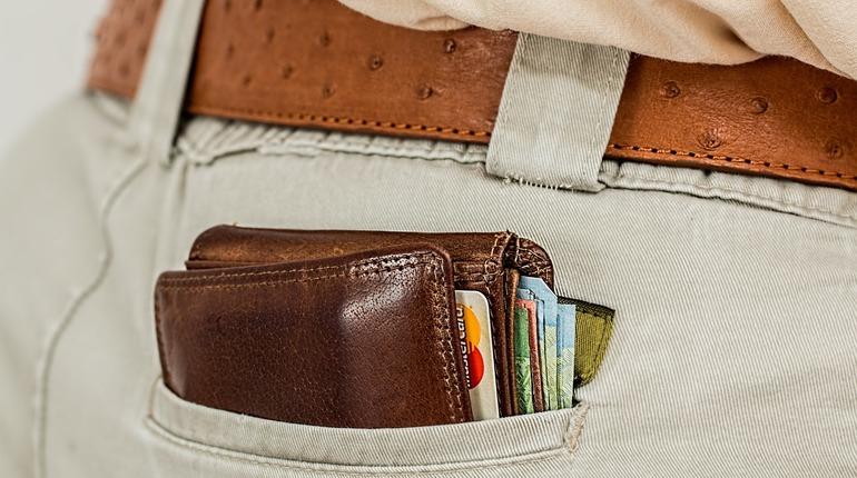Гражданин КНР стал жертвой карманников в Петербурге. У туриста похитили кошелек, пока он обедал.