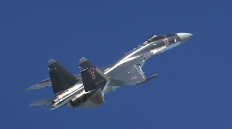 Специалисты сравнили русский истребитель Су-35 с североамериканским F-35