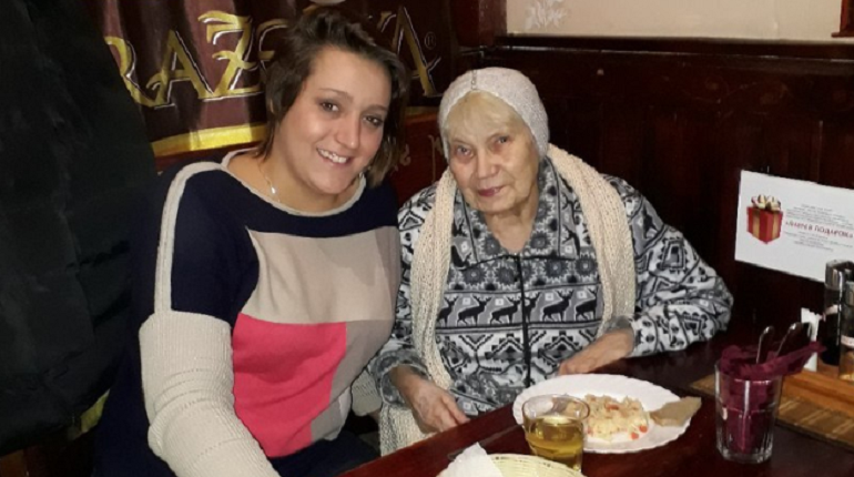 Петербургское кафе бесплатно кормит сотни пенсионеров