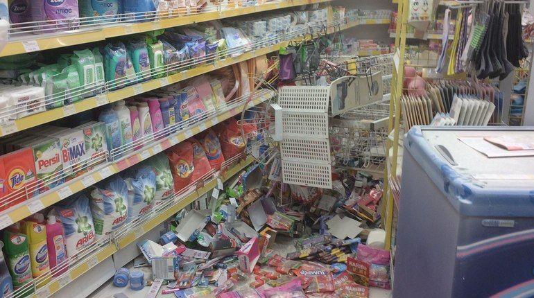 Неадекват разгромил продуктовый магазин на улице Зенитчиков